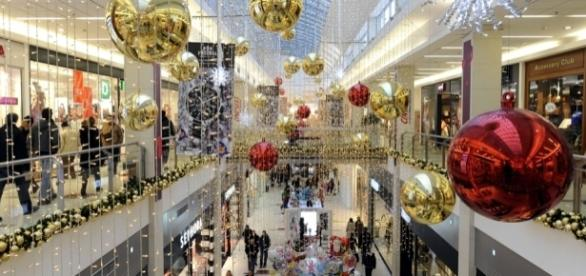Last-minute Christmas shopping? These stores will stay open 24/7 ...