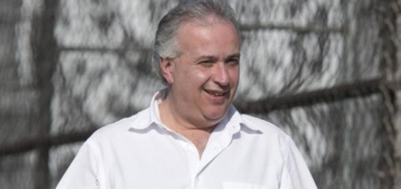 Roberto de Andrade tenta definir novo treinador e fechar com reforços