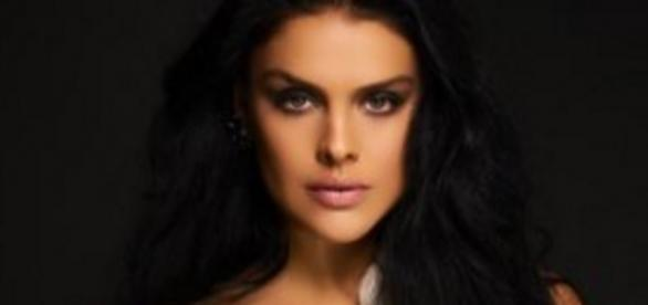 A atriz Paloma Bernardi foi fotografada pelo profissional André Schiliró
