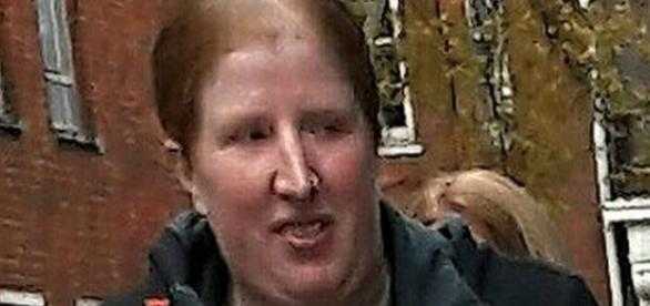 Charlotte Peters, de 33 anos, foi acusada por abuso. Reprodução de vídeo