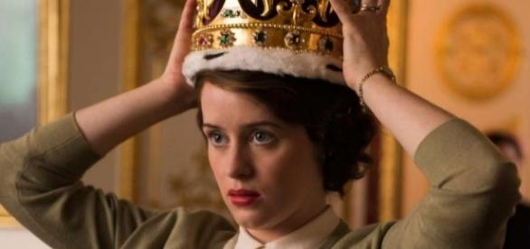 "Claire Foy em cena de ""The Crown"""