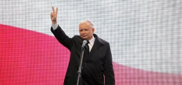 Kaczyński wygrywa, bo popierają go księża