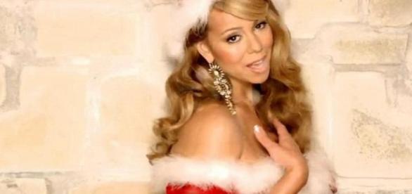 """Mariah Carey en mode """"Mère Noel"""""""