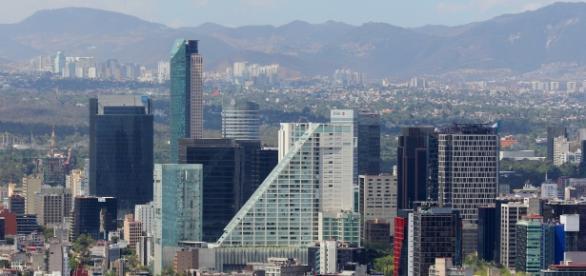 'Mexico City' by Alejandro Islas (Photo via: commons.wikimedia.org/wiki/File:Ciudad.de.Mexico.City.Distrito.Federal.DF.Paseo.Reforma.Skyline.jpg)