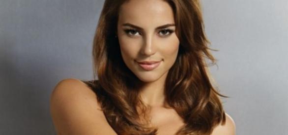 Paolla Oliveira é entrevistada por Lela Gomes e conta que já enviou nudes