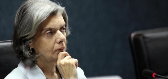 Senador tucano diz que Cármen Lúcia seria melhor opção para ... - com.br