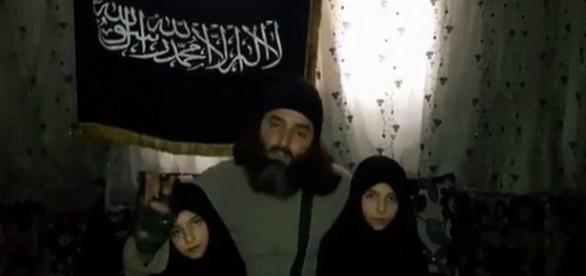 Un cuplu jihadist și-a detonat propria fiică de 7 ani într-un atac la o secție de poliție din Damasac - Foto: captură YouTube