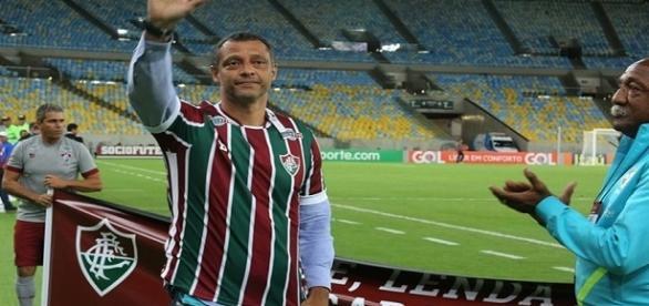 Alexandre Torres, em homenagem do Fluminense ao pai, Carlos Alberto Torres, falecido recentemente (Foto: Arquivo)