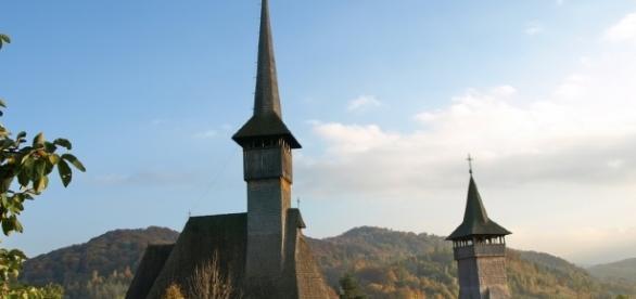 Biserica este un element de pastrare a identității sau îndoctrinare?