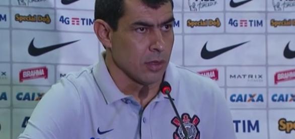 Carille é efetivado treinador do Corinthians