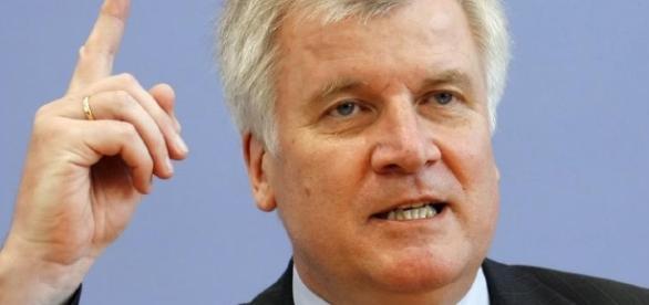 Die Lage ist ernst! Horst Seehofer warnt laut. (Fotoverantw./URG Suisse: Blasting.News Archiv)