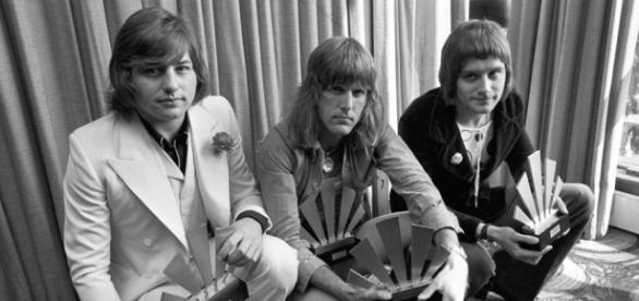 Greg Lake, 69, guitarist/singer with Emerson, Lake and Palmer ... - bostonglobe.com from BN library
