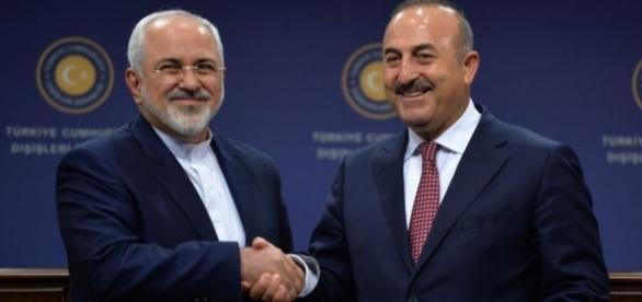 Javad Zarif e Mevlut Cavusoglu, ministri degli esteri di Iran e Turchia