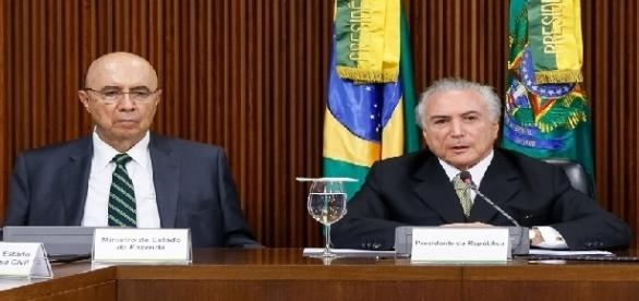 Presidente Michael Temer (d) e Ministro da Fazenda, Henrique Meirelles, apresentando as medidas econômicas.