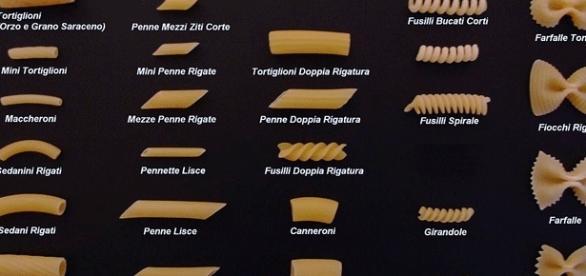 Une toute petite sélection de pâtes moyennes italiennes.
