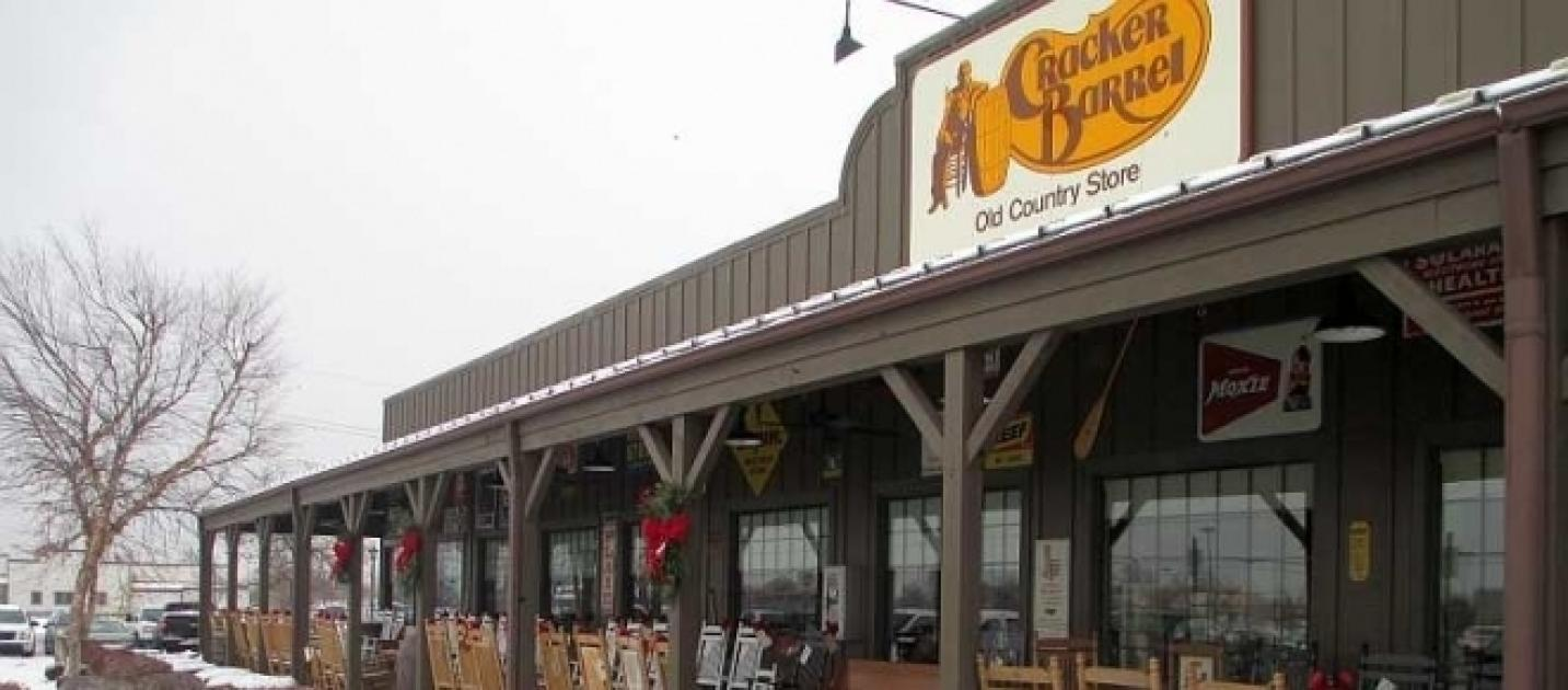 cracker barrel open for christmas dinner holiday hours
