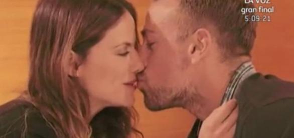 El beso entre Mónica y Rafa Mora.