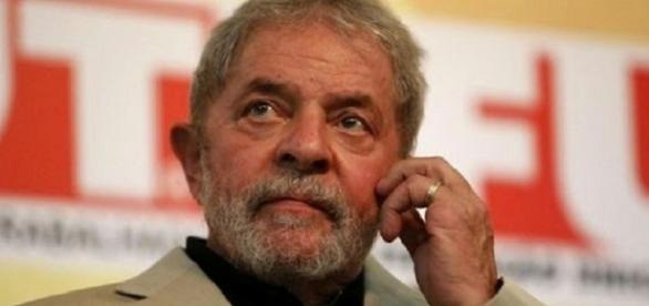 Ex-presidente Luiz Inácio Lula da Silva preocupa-se com possível pedido de prisão dos Estados Unidos.