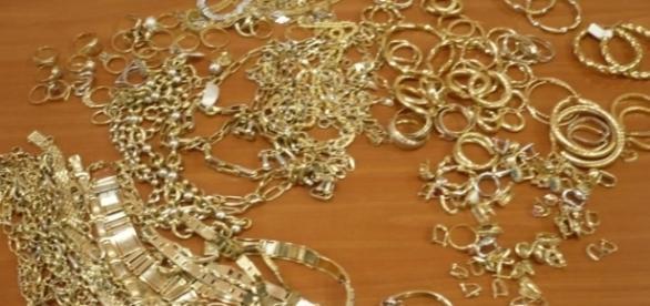 Kilograme de aur furate de la un amanet