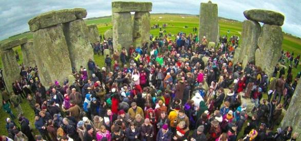Pagans descend on Stonehenge to celebrate the winter solstice ... - dailymail.co.uk