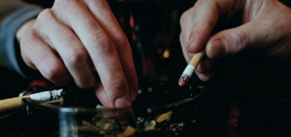 Se modifică legea anti-fumat...