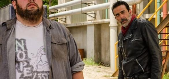 Fat Joey e Negan na base dos Salvadores
