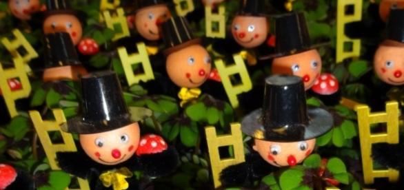 Glückssymbole zum Jahreswechsel / Foto: Kriddl - Own work, CC0 (Wikimedia)