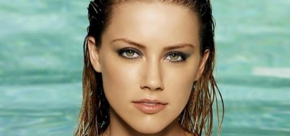 Amber Heard é eleita a mulher mais bela do mundo