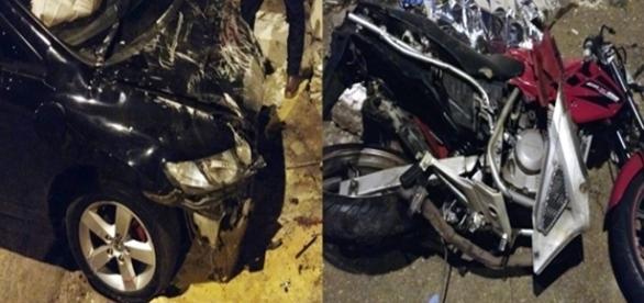 Na primeira imagem o carro totalmente destruído depois da perseguição e na segunda a motocicleta que foi arrastada por cerca de 20 metros.