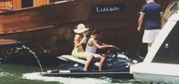 Neymar e Bruna Marquezine passeiam de jet ski em Angra dos Reis