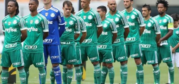 Time do Palmeiras enfileirado para enfrentar o SPFC