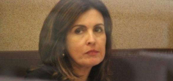 Fátima Bernardes é constantemente perseguida por paparazzi