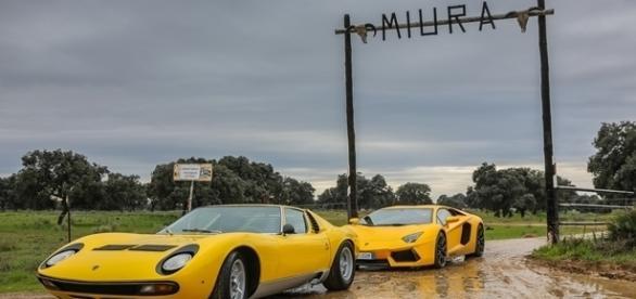 Muitos entusiastas consideram que o Lamborghini Miura criou a definição de supereportivo