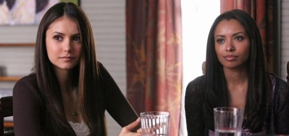 The Vampire Diaries: Elena (Nina Dobrev) e Bonnie (Kat Graham) (Foto: CW/Screencap)