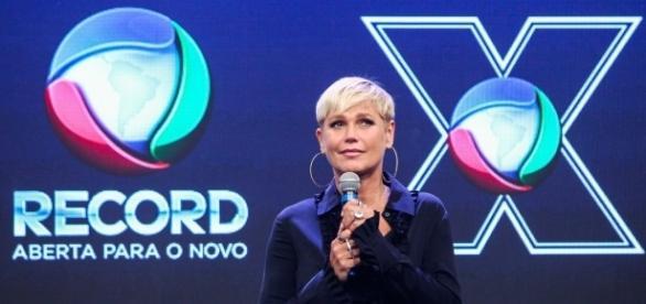 Xuxa Meneghel está passando um inferno na emissora