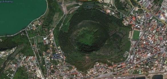 Campi Flegrei vedere aeriană a vulcanului