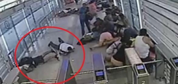 Criminosos atiram em BRT com passageiros - Google