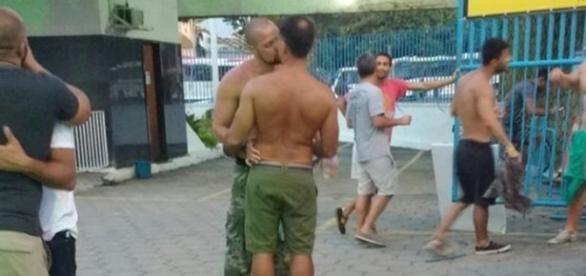 Leonardo Vieira beijou muito na festa - Reprodução/Site Ego