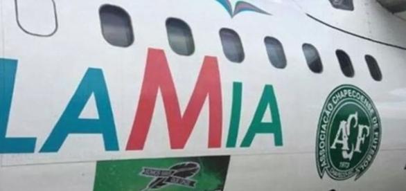 Aeronave da companhia aérea que levava a delegação da Chapecoense até Medellín, na Colômbia. (Foto: Reprodução/Twitter)