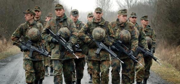 Angesichts einer immer unsichereren Welt muss die Wehrpflicht wieder aktiviert werden.