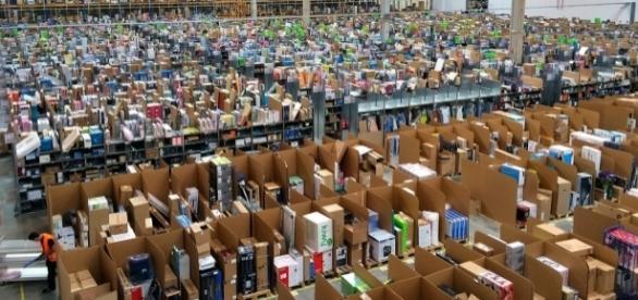 Ein Warenlager von Amazon - flickr