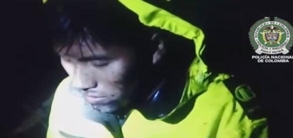 Na imagem um dos tripulantes que resistiu ao impacto e a queda do avião.