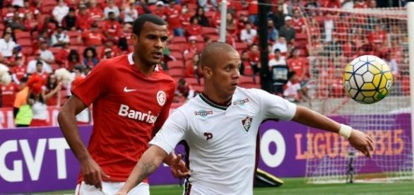 Oswaldo de Oliveira tem pressa quanto à chegada de novos reforços para 2017