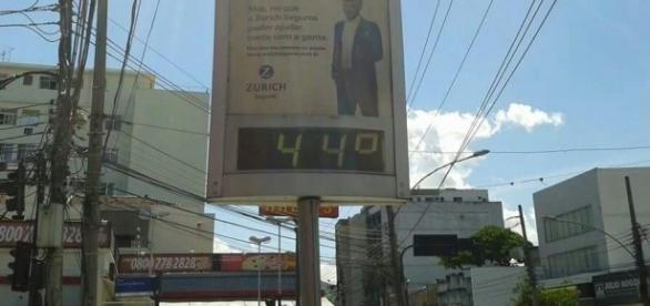 Termômetro em frente ao Extra da rua Dias da Cruz