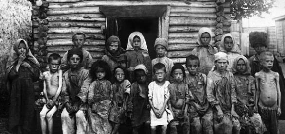 Copii înfometați din perioada cumplitei foamete din Rusia dintre anii 1921-1922 - Foto: captură YouTube