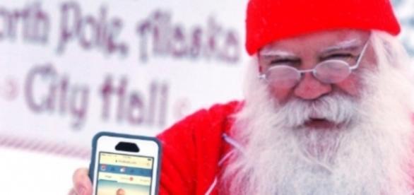 Papai Noel apresenta documentos para o Facebook e consegue provar que existe