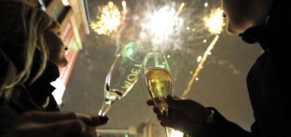 Superstitii de Anul Nou: Mult zgomot pentru a alunga toate ..