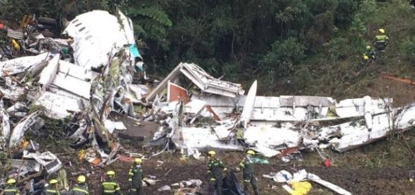 Aeronáutica colombiana confirma que avião da Chapecoense caiu sem combustível.