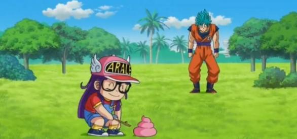 Arale y Goku en una interrupción a su pelea