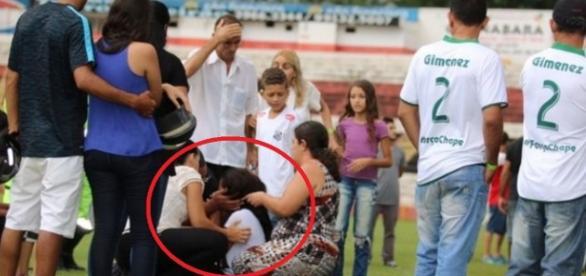 Familiares brigam pouco antes de enterro - Imagem/Globo Esporte